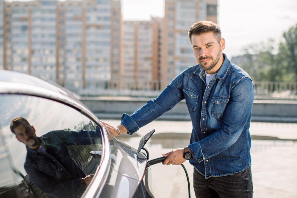 prise borne de recharge électrique voiture électrique